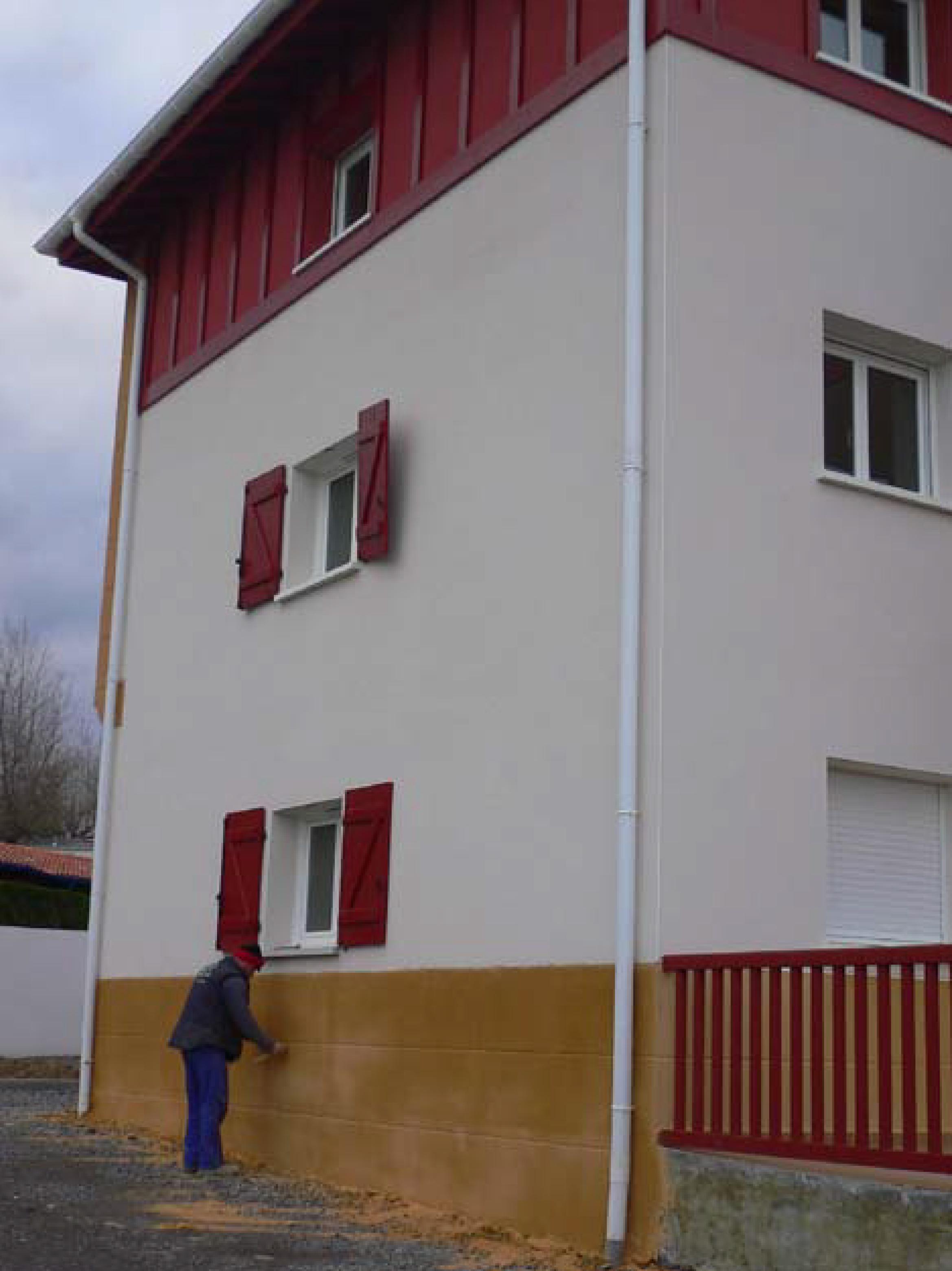Rehabilitaci n de fachada en hendaya francia - Fachadas con monocapa ...